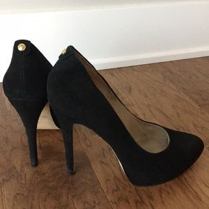 Size 8, classic black Michael Kory platform heels!